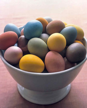 Living Arts Daily: Dyeing and Blowing Eggs
